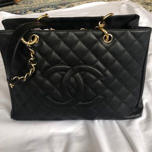 Chanel caviar quilted shopper bag - classic black